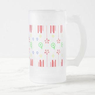 Flores rojas con las líneas y los círculos jarra de cerveza esmerilada