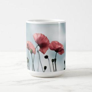 Flores rojas de la amapola tazas