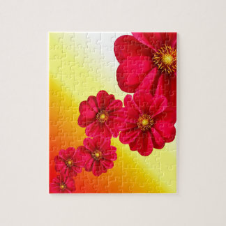 Flores rojas de la dalia en un fondo de la pendien rompecabeza