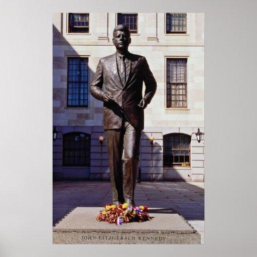 Flores rojas de la estatua de John F. Kennedy Impresiones