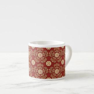 Flores rojas de la longevidad taza espresso