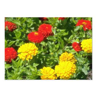 Flores rojas de los Zinnias Invitación Personalizada