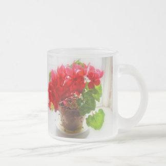 Flores rojas del Cyclamen Taza Cristal Mate