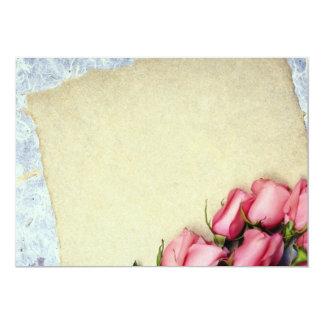 Flores rojas del rosa y de papel invitación 12,7 x 17,8 cm
