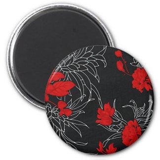 Flores rojas dramáticas en negro iman de frigorífico