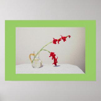 Flores rojas en florero póster