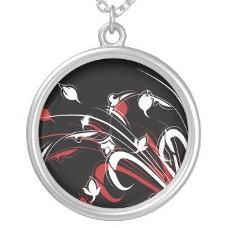 Flores rojas y blancas en negro joyerías