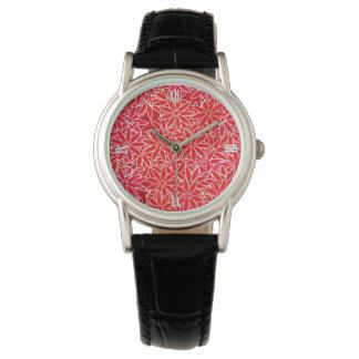 Flores rojas y coralinas, fondo rojo oscuro reloj de mano