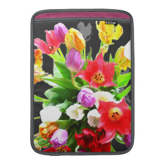 Flores románticas de los tulipanes funda  MacBook