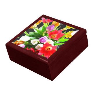 Flores románticas del tulipán caja de joyas