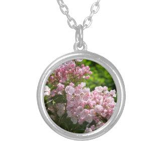 Flores rosadas bonitas del laurel de montaña joyeria personalizada