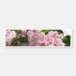 Flores rosadas bonitas del laurel de montaña pegatina para auto