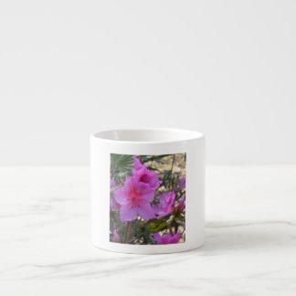 Flores rosadas de las azaleas taza espresso