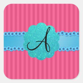 Flores rosadas del azul de las rayas del monograma pegatina cuadrada