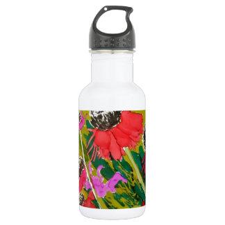 Flores rosadas del cono que se sacuden en la brisa botella de agua de acero inoxidable
