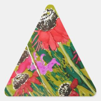 Flores rosadas del cono que se sacuden en la brisa pegatina triangular