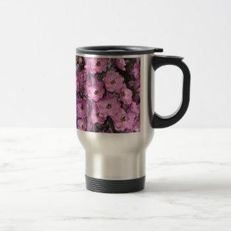 Flores rosadas del delphinium tazas