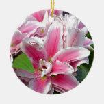Flores rosadas del lirio del stargazer en adorno