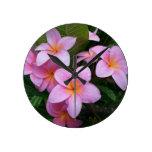 Flores rosadas del Plumeria de Hawaii Relojes