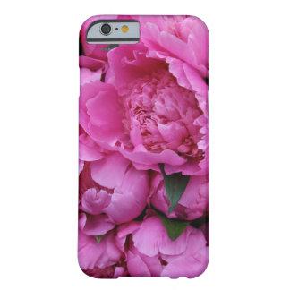 Flores rosadas enormes del Peony Funda De iPhone 6 Barely There