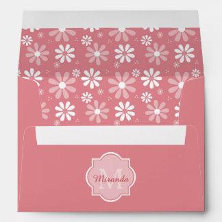 Flores rosadas lindas de la margarita del sobres