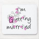 Flores rosadas/negras que consiguen casadas alfombrilla de ratones