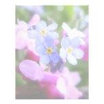 Flores rosadas y azules de la primavera membretes personalizados