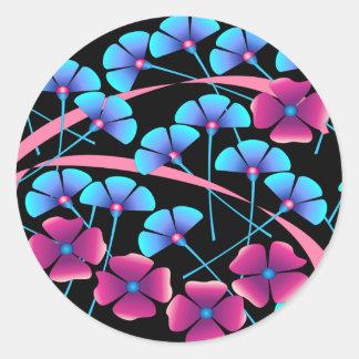 Flores rosadas y azules etiquetas redondas