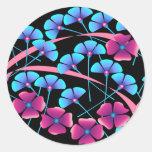 Flores rosadas y azules pegatinas redondas