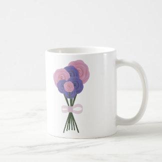 Flores rosadas y azules taza de café
