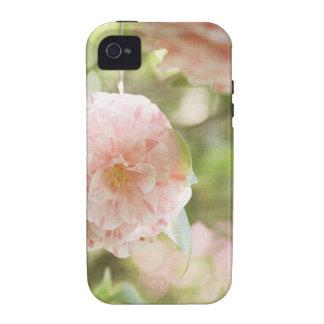 Flores rosadas y blancas de Camillia en las flores iPhone 4 Carcasas