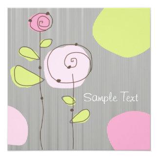 """Flores rosadas y gotas verdes invitación 5.25"""" x 5.25"""""""