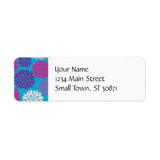 Flores rosadas y púrpuras en azul del trullo etiquetas de remite