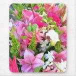 Flores rosadas y verdes alfombrilla de ratón