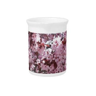 Flores rosados jarra para bebida