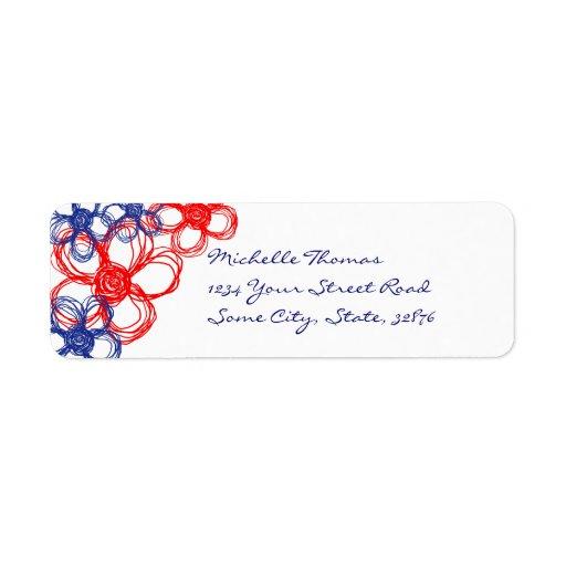 Flores salvajes azules y rojas etiqueta de remite