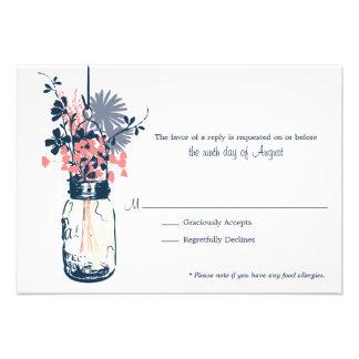 Flores salvajes de la tarjeta de RSVP y tarro de a Invitacion Personalizada