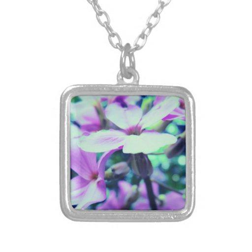 Flores salvajes púrpuras colgantes personalizados