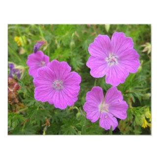 """Flores sangrientas de Cransebill Invitación 4.25"""" X 5.5"""""""