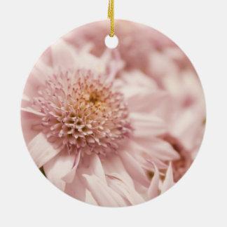 Flores suaves del rosa en colores pastel adorno de navidad