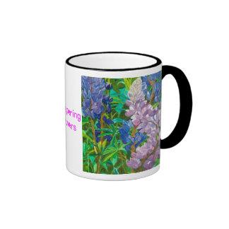 Flores susurrantes taza de dos colores