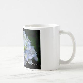 Flores Taza-Azules del hydrangea Taza Básica Blanca