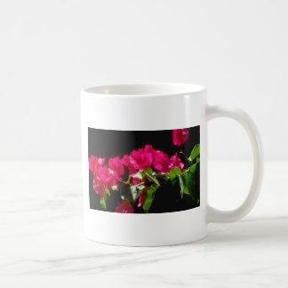 Flores tropicales rosadas, flores de Ocho Rios Taza Básica Blanca