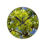 Flores verdes minúsculas reloj