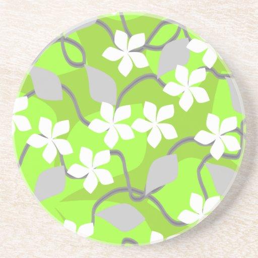 Flores verdes y blancas. Modelo floral Posavasos Cerveza