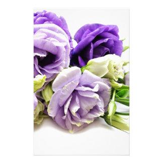 flores violetas papelería de diseño