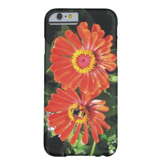 Flores y abeja de las primaveras de los amantes de funda para iPhone 6 barely there