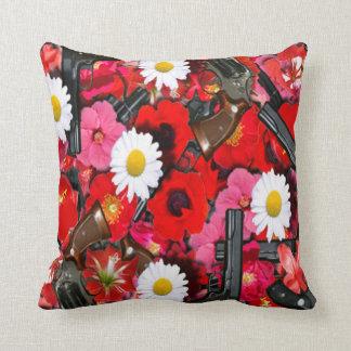 Flores y almohada de las armas de fuego