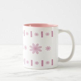 Flores y bloques rosados taza dos tonos