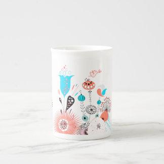Flores y chirrido de la fantasía taza de porcelana